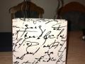 Gavepose laget av Mona Oline, Norge
