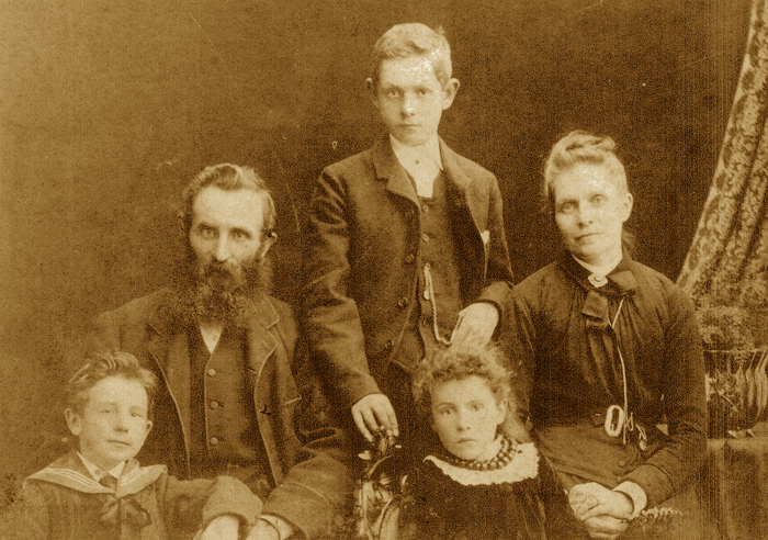 1200px-James_Grant_Montgomery_and_family